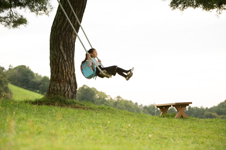 軽やかな背負い心地のフジタのランドセル〜天童高原のブランコでハイジ気分-2〜