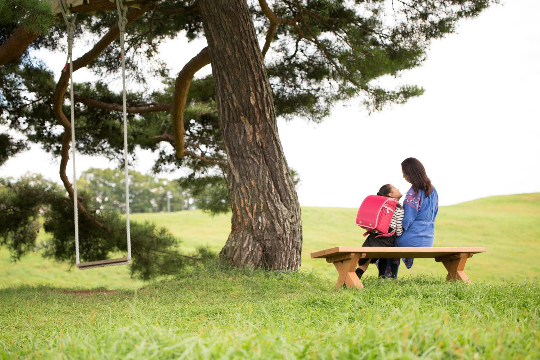 軽やかな背負い心地のフジタのランドセル〜天童高原のブランコでハイジ気分-3〜